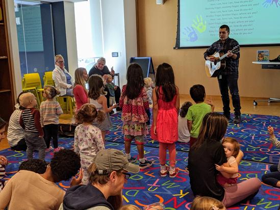 Henrico County Public Library program cuentos bilingues